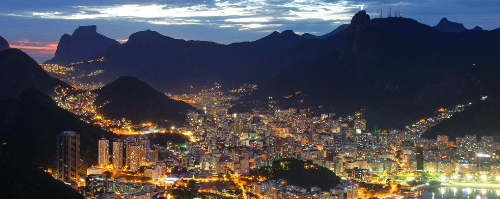 noche iluminada en Brasil
