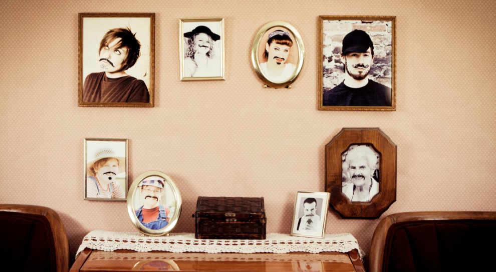 decorar con retratos las paredes