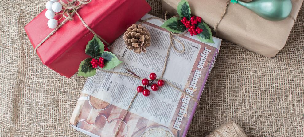 envolver regalos papel periodico