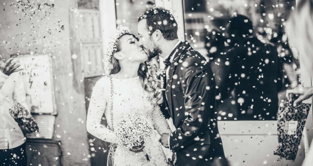 beso de novios en boda