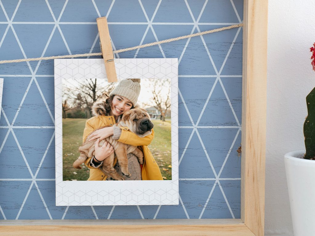DIY: fotos colgadas con pinzas en tus paredes